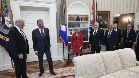 El presidente de EE.UU., Donald Trump, y el ministro de Exteriores de Rusia, Serguéi Lavrov, durante su reunión en la Casa Blanca