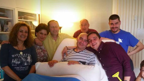 Luis de Marcos junto a sus familiares y amigos