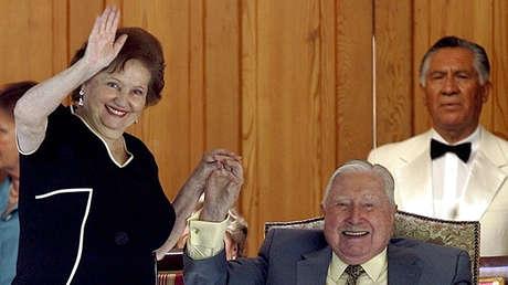 Lucía Hiriart, viuda de Pinochet, recibe una pensión mensual de unos 4.600 dólares.