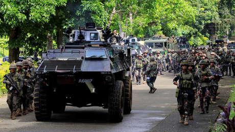 Vehículo y tropas gubernamentales en Filipinas, 25 de mayo de 2017.