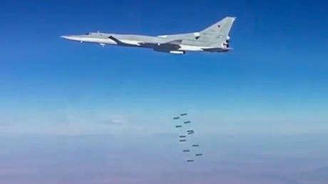 Un bombardero ruso Tu-22M3 durante un ataque aéreo contra instalaciones terroristas en Siria en enero de 2017.