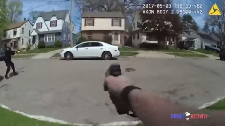 EE.UU.: Un joven de 18 años muere en un tiroteo con la Policía (VIDEO)