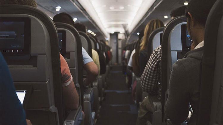 """Jugador de fútbol australiano a un presunto terrorista en un avión: """"Regresa a tu maldito asiento"""""""