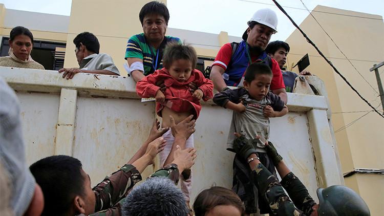 Un 'Escuadrón suicida' filipino rescata a civiles en la ciudad sumida en combates con los yihadistas