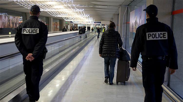 París: Evacúan una terminal del aeropuerto Charles de Gaulle por un paquete sospechoso (FOTOS)