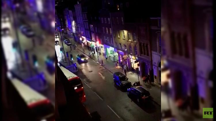 FUERTES IMÁGENES: Disparos, sangre y carreras de pánico durante el atentado en Londres