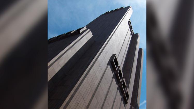 """¿Pero esto qué es?: Tom Hanks se topa en Nueva York con el rascacielos """"más aterrador"""" (FOTO)"""