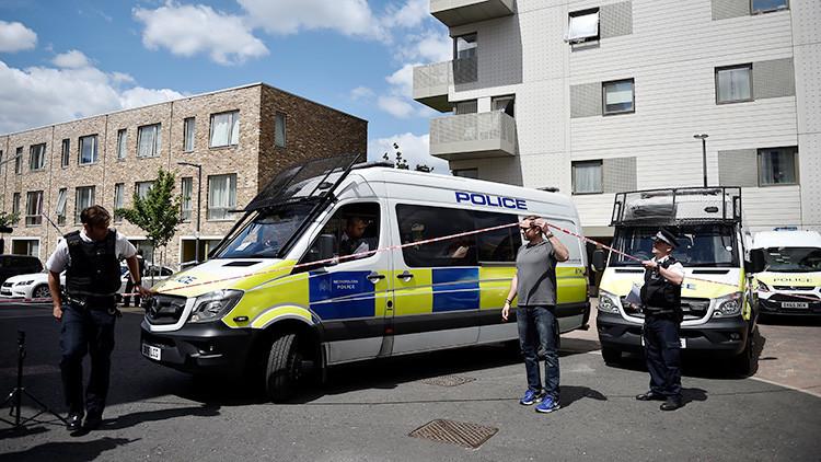 La Policía busca a un hombre armado en Londres tras el atentado