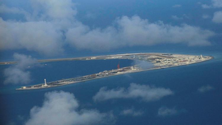 """China rechaza los comentarios """"irresponsables"""" de EE.UU. sobre el mar de la China Meridional"""