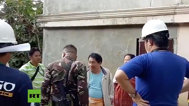 Cómo el Ejército filipino evacúa la ciudad sitiada por el Estado Islámico (VIDEO)