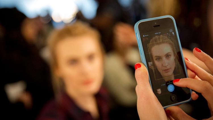 Se vuelve viral la novedosa aplicación que puede desmaquillar a cualquiera (FOTOS)