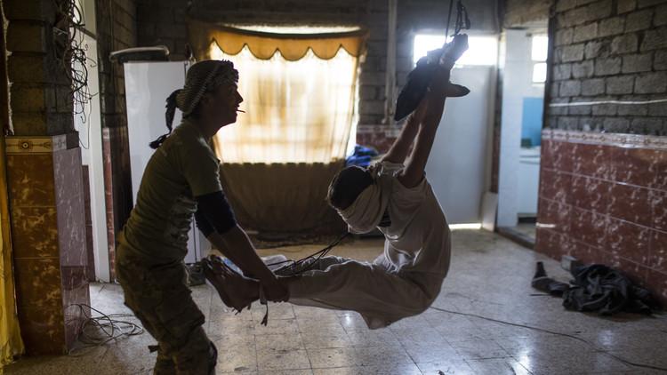 Así torturaban y ejecutaban los libertadores de Mosul a los sospechosos (FUERTES VIDEOS Y FOTOS)