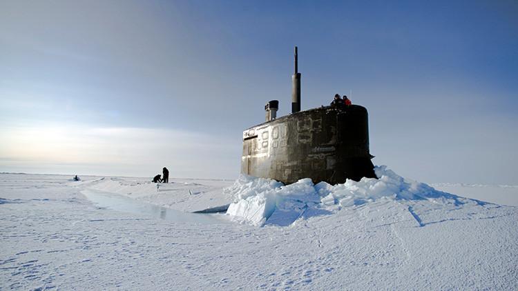 VIDEO: helicóptero ruso halla un submarino nuclear de EE.UU. dañado atrapado en el hielo del Ártico