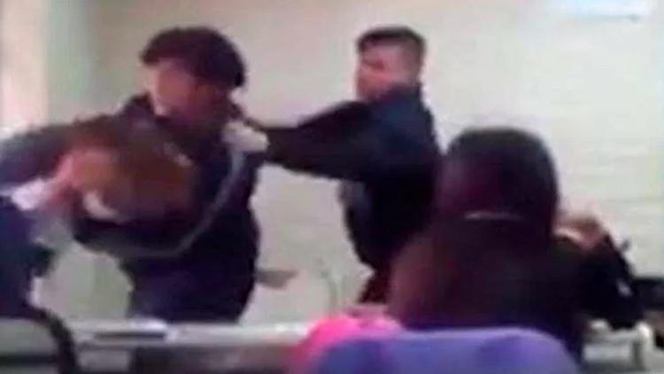 Violencia escolar en Argentina: alumna golpeó a docente y viralizaron las imágenes (Foto y videos)