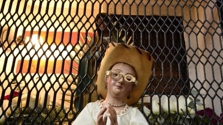 """La santa 'antigentrificación' a la que le """"rezan"""" vecinos de viejas colonias de la Ciudad de México"""
