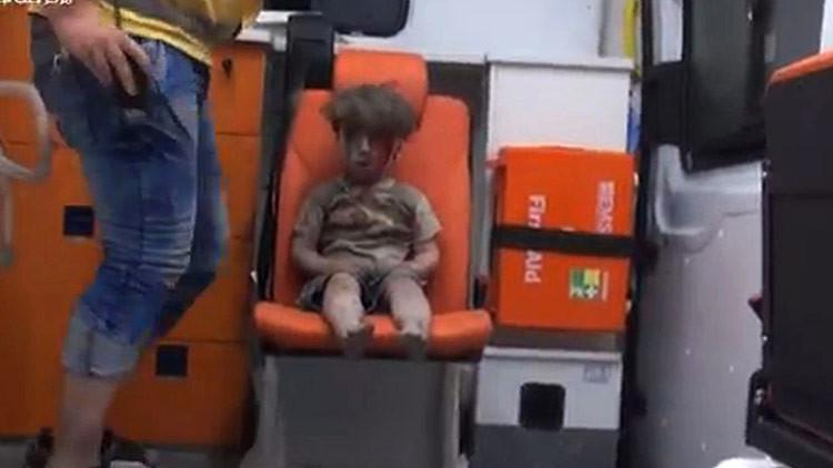 Los Cascos Blancos priorizaron fotografiar al niño de Alepo antes que brindarle primeros auxilios