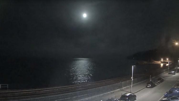 """Un meteorito """"más brillante que la Luna"""" cae cerca del Reino Unido (VIDEO)"""
