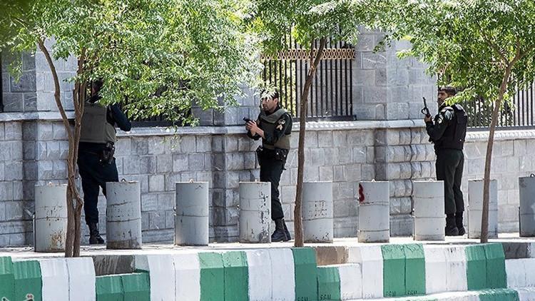 Los terroristas entraron en el Parlamento iraní vestidos de mujer