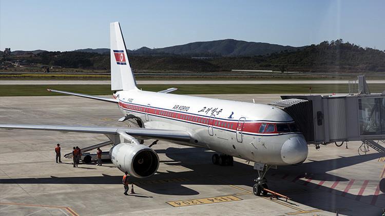 Un avión de pasajeros de Corea del Norte se despedaza en pleno vuelo