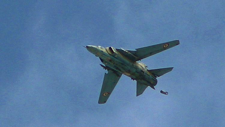 La aviación siria destruye una base y equipamiento del Estado Islámico en la provincia de Raqa