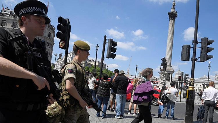 """Londres: Evacuan la céntrica Trafalgar Square al hallar un """"paquete sospechoso"""""""