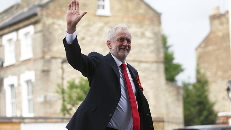 Reino Unido: Líder opositor insta a Theresa May a dimitir tras su revés en las elecciones generales