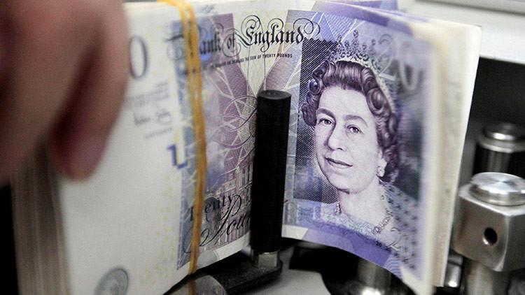 La libra esterlina cae después de que May haya perdido la mayoría absoluta en las elecciones