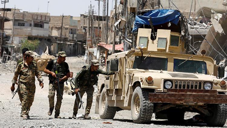 Hallan en una fosa común en Irak los restos de 300 víctimas del Estado Islámico