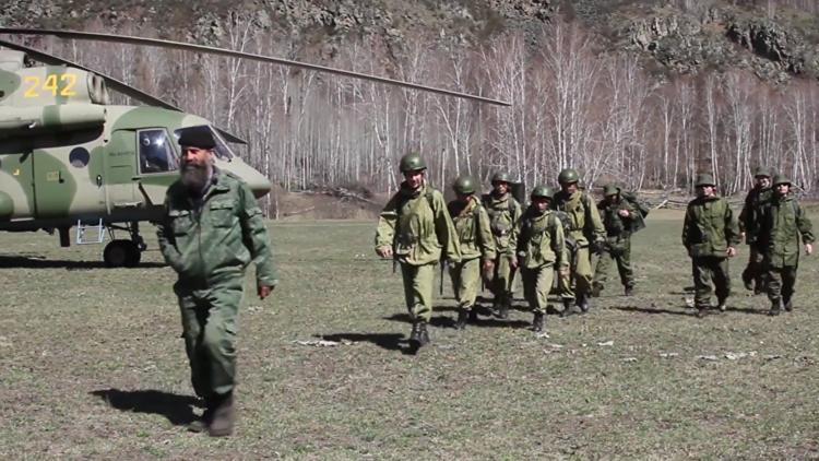 Ermitaños siberianos enseñan a militares chinos a sobrevivir en la taiga