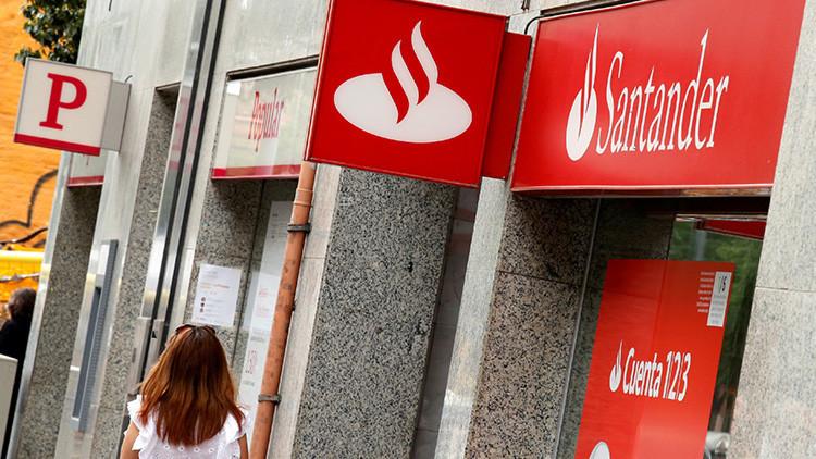 """""""Puedo comprar un condón"""": las redes se burlan de la venta de un banco español por 1 euro"""
