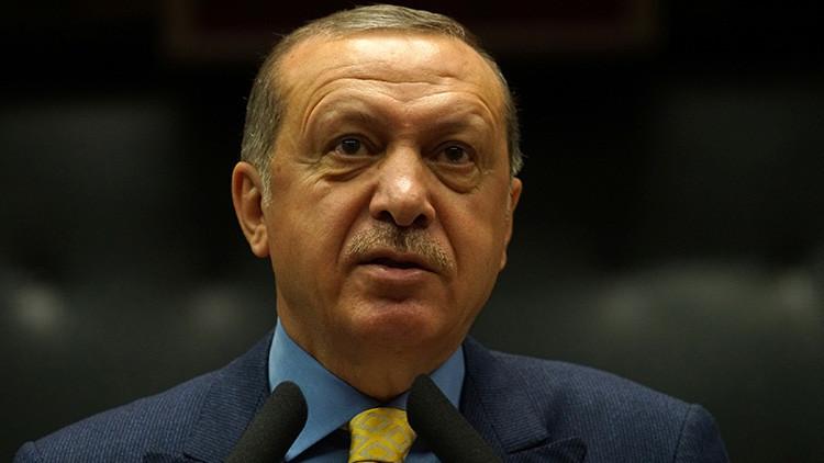 """Erdogan promete """"apoyo total para los hermanos cataríes"""" en la crisis del golfo Pérsico"""
