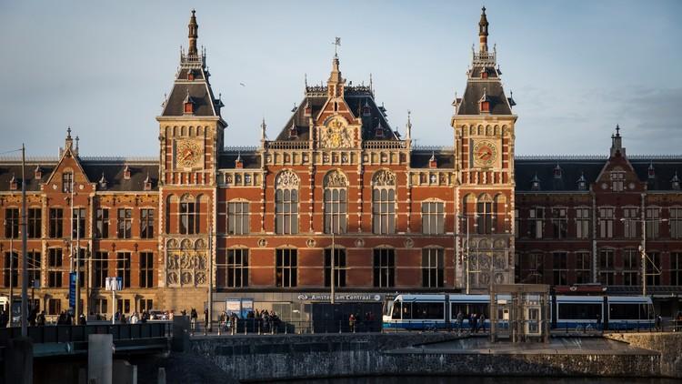 Auto embiste a varios peatones en Ámsterdam dejando al menos 5 heridos (Video)