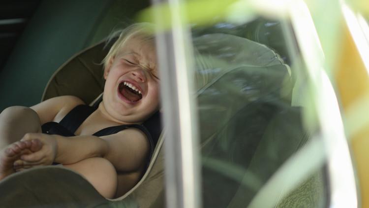 Dos bebés mueren tras pasar 15 horas encerradas en un coche mientras su madre estaba de fiesta