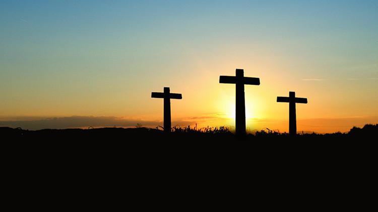 """Crucifican a un niño de 9 años en Argentina """"por la paz y la justicia"""" (FOTOS)"""