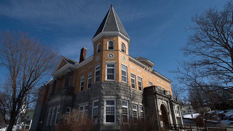 Vivir en dos países a la vez: esta casa transfronteriza está a la venta (FOTOS)