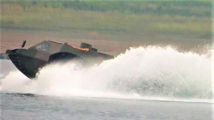 China desarrolla el vehículo anfibio de combate más rápido del mundo