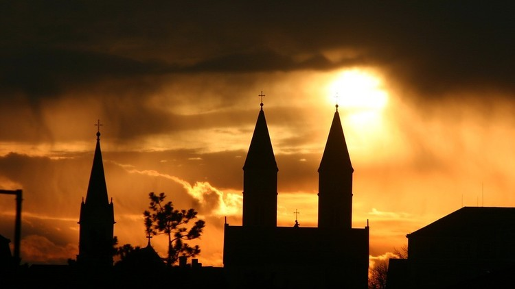 La caída de la Iglesia Católica en España