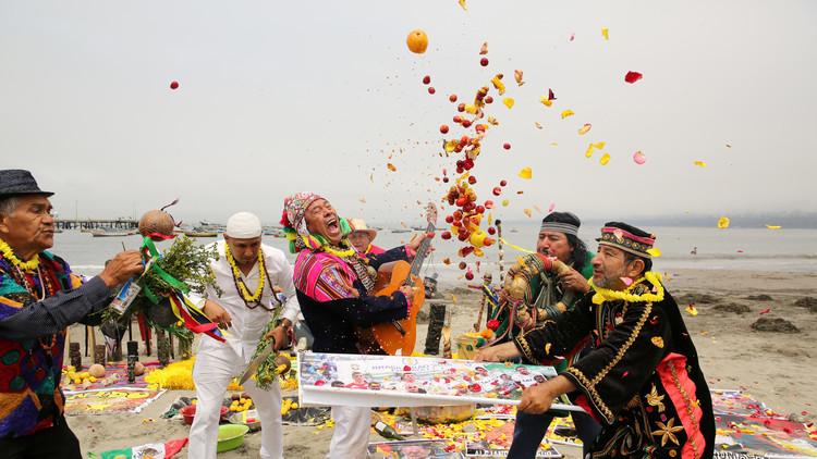 VIDEO: Chamanes peruanos invocan espíritus para evitar una guerra entre EE.UU. y Corea del Norte
