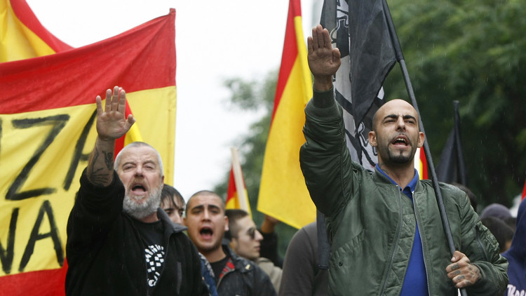 ¿'Latino' o 'español puro'? Los neonazis analizan su ADN para comprobar la 'pureza' de su sangre