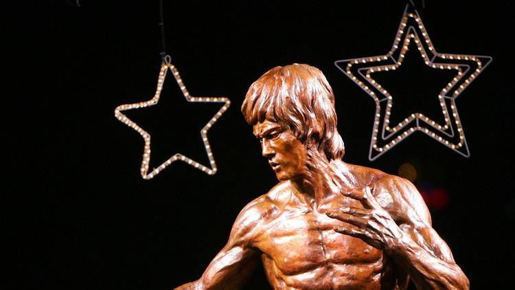 Ojos vendados y flexiones a 2 dedos: Bruce Lee muestra sus habilidades 'sobrehumanas' (INÉDITO)
