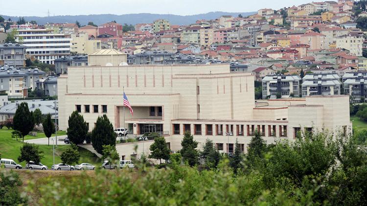 Un hombre dice portar una bomba y amenaza con explotarse cerca del consulado de EE.UU. en Estambul
