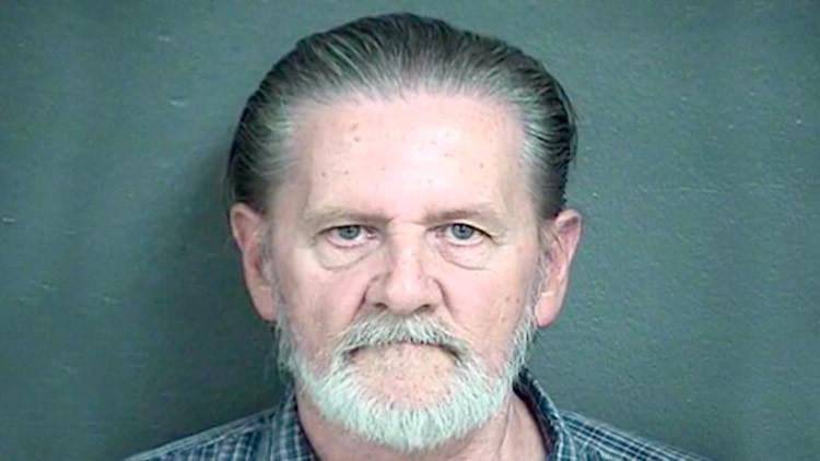 Roba un banco para escapar de su esposa y es condenado a arresto domiciliario