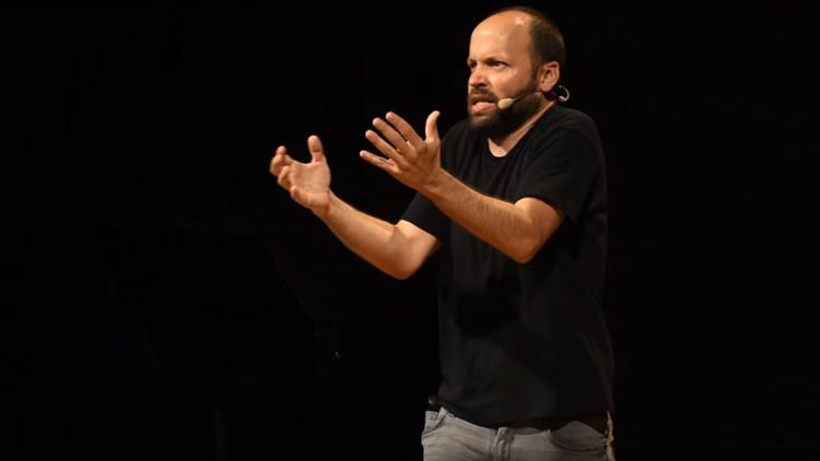 """""""¿Nos está escuchando Putin?"""": Entrevistamos al humorista Miguel Noguera entre ruidos extraños"""