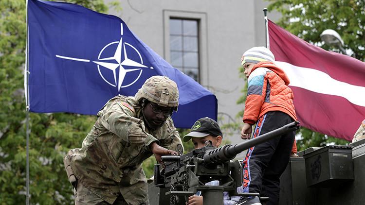 Video: La OTAN irrumpe en una propiedad privada durante unas maniobras en Letonia