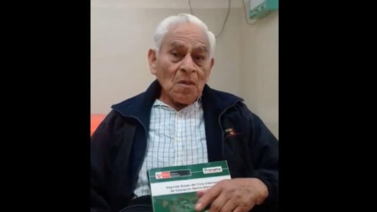 VIDEO: La conmovedora historia de Ambrosio, el peruano de 80 años que está a punto de graduarse