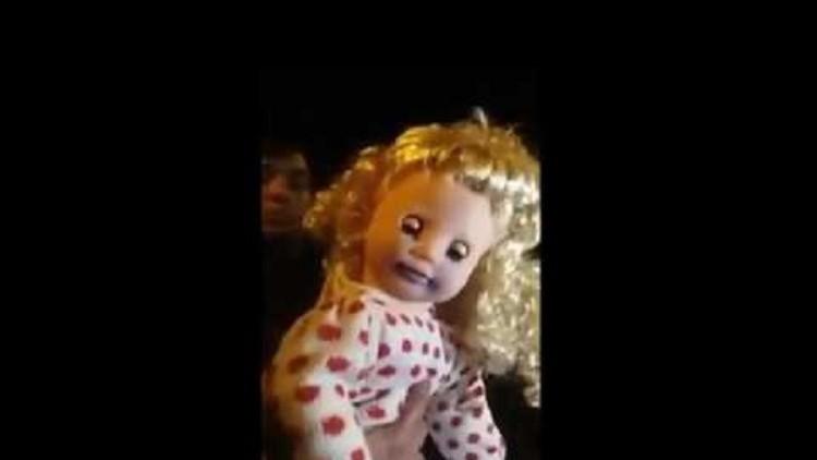 Una muñeca 'poseída' que no tiene baterías habla y mueve la cabeza