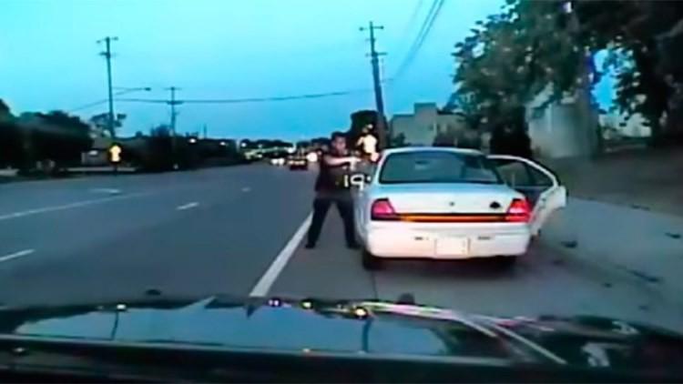 FUERTE VIDEO: El momento del asesinato de un conductor afroamericano por un policía de EE.UU.