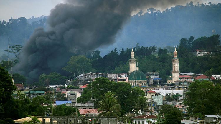 Terroristas asociados al Estado Islámico atacan un pueblo y ocupan una escuela en Filipinas