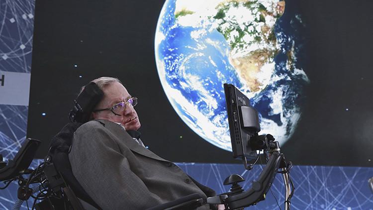 Hawking insta a empezar a abandonar la Tierra en los próximos 30 años
