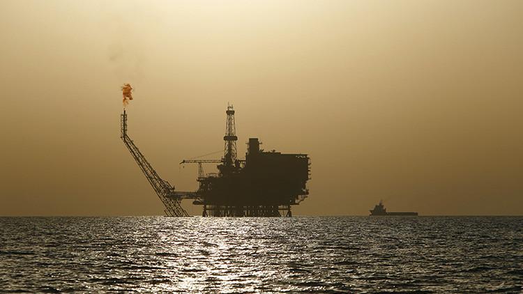 Los precios mundiales del petróleo caen al nivel más bajo de los últimos 7 meses